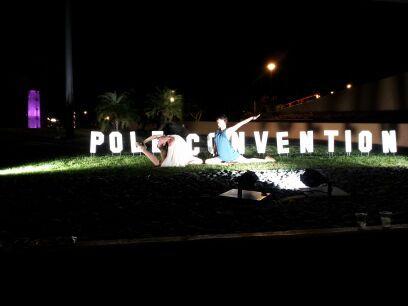 Pole Con, Hollywood style