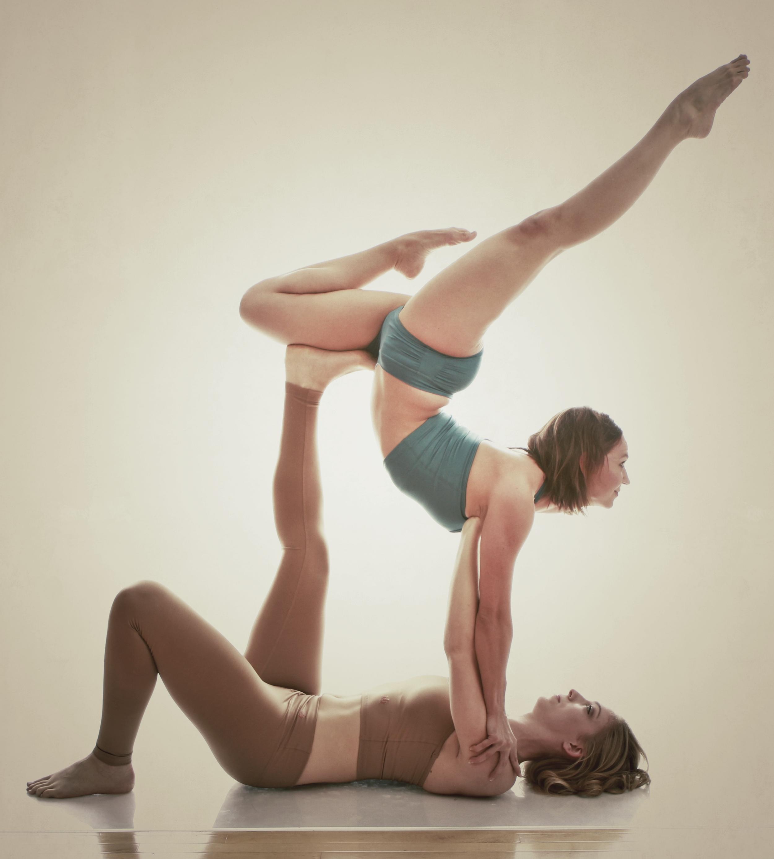 Acro yoga with Amber Richard!