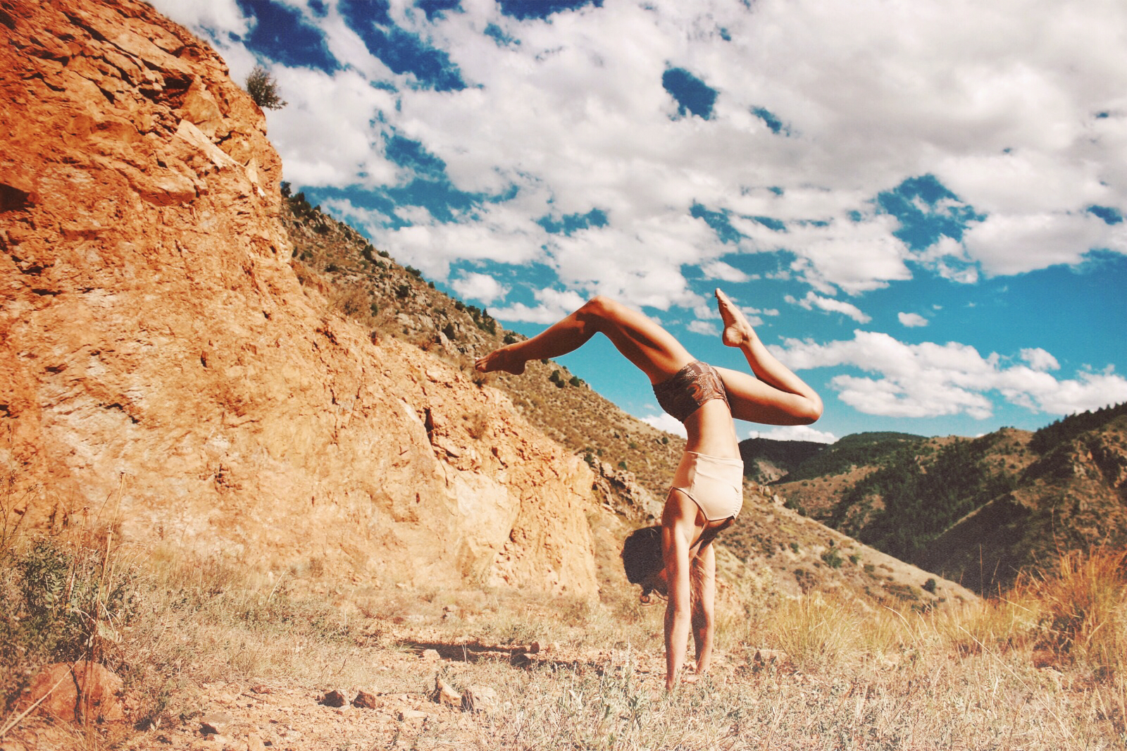 mika yoga wear luna short.JPG