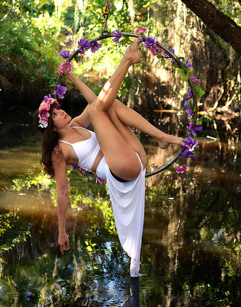 Mika-Yoga-Wear-Lyra5.jpg