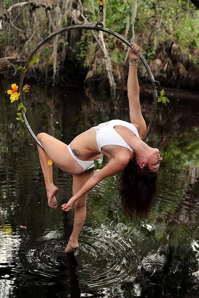 Mika-Yoga-Wear-Lyra15.jpg