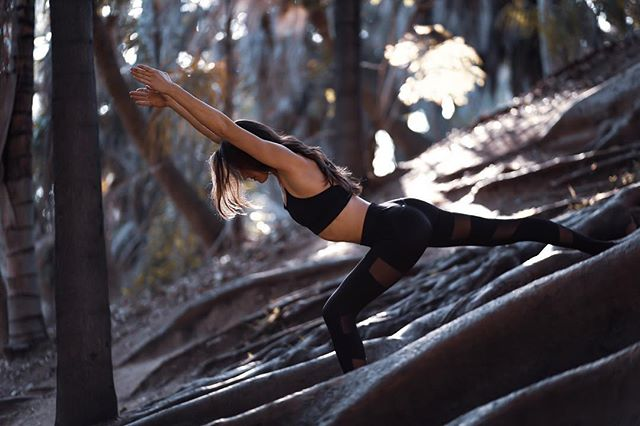 Black is the new black 🖤 @thescarletfoxx PC @lcostaphoto  #mikayogawear #chicaf #meshkaya #mood