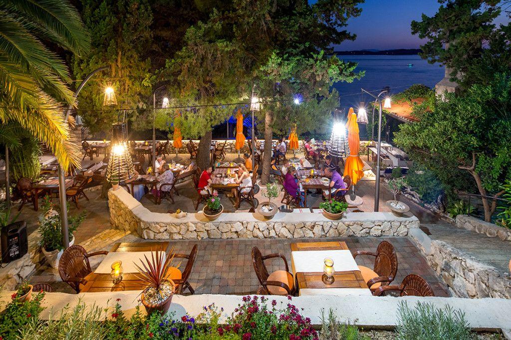 croatie-hvar-hotel-podstine-restaurant-exterieur-1024x683.jpg