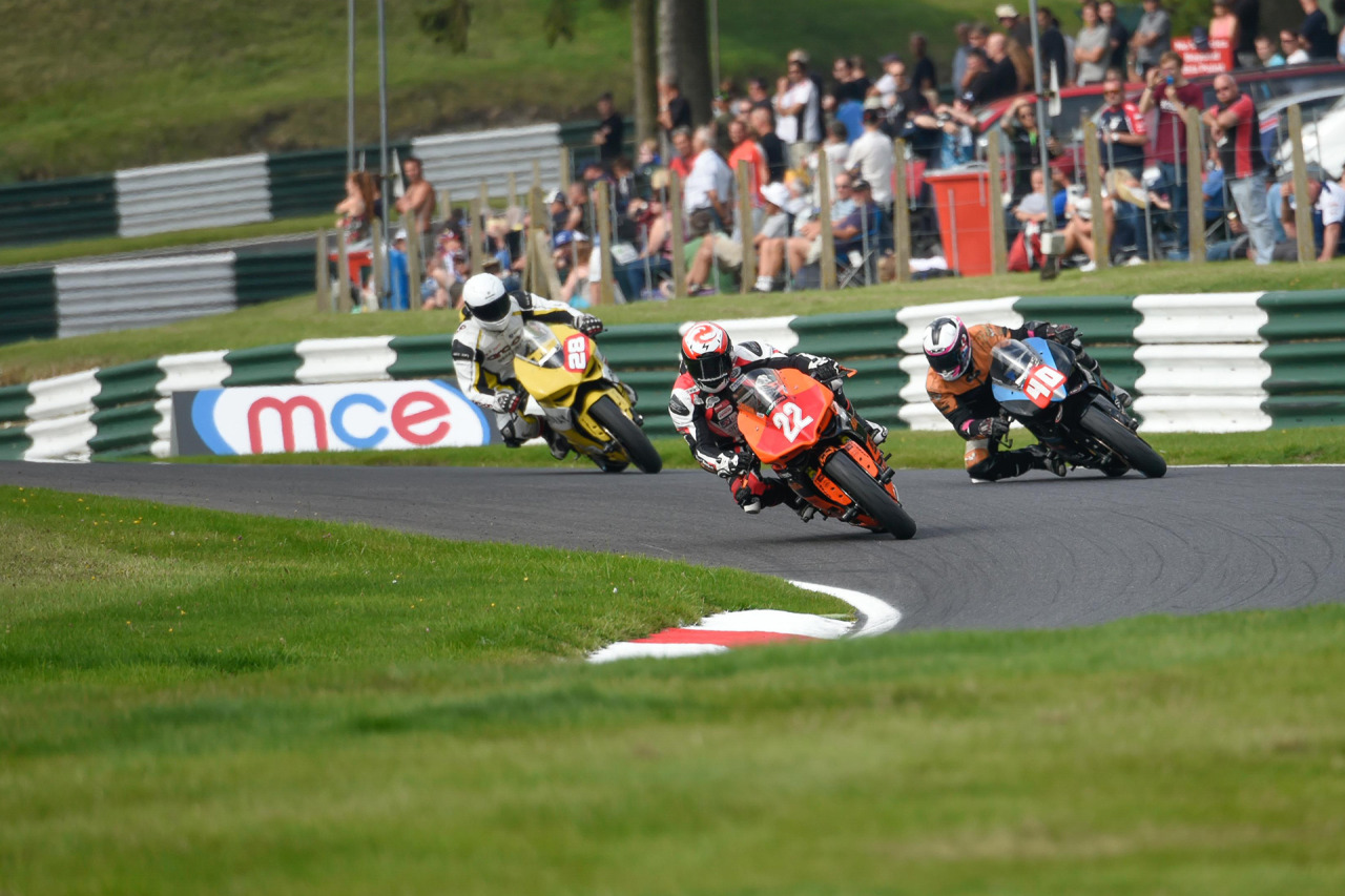 Race 2: stalking #22 Dave Mackay. Photo by Ian Chamberlain