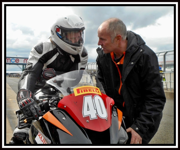 Nadieh Schoots discussing tactics with team owner Ian Lougher in pit lane