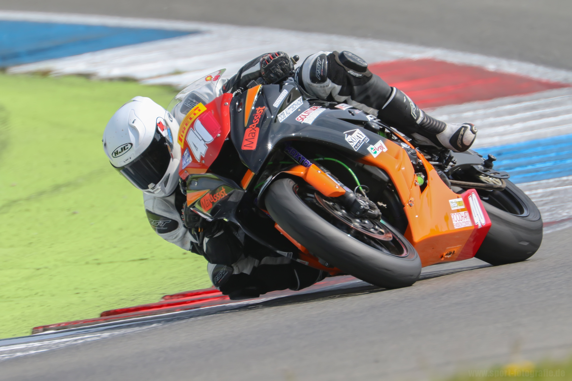 A superb shot from Stekkenwal at Assen, showing my new found comfort on the ZX10.
