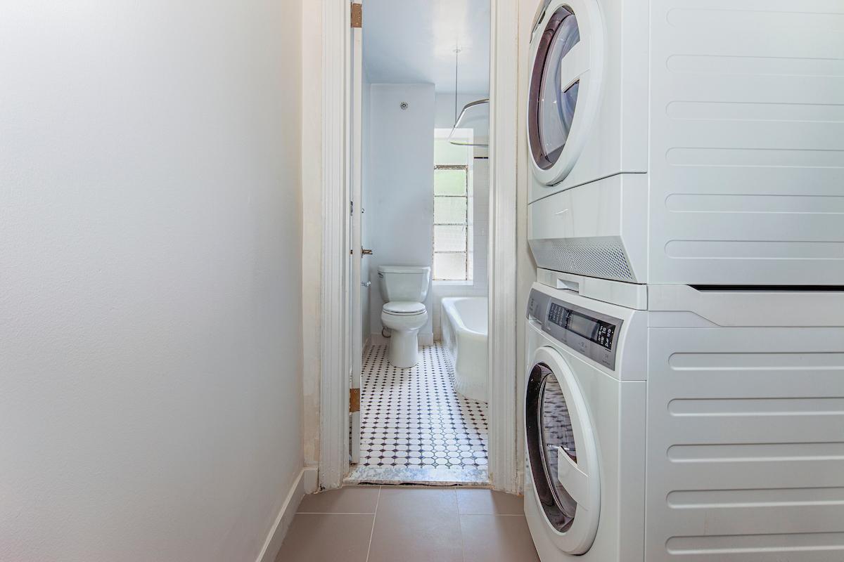 8 [Laundry_Bathroom 2].jpg