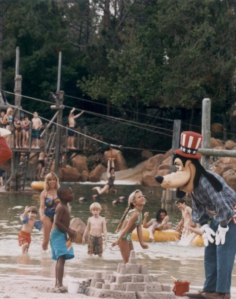 "Goofy interacting with Guests at River Country. Based off his hat, I'm assuming this was during the ""All-American Water Party"" which ran from April to September 1997. (Photo: @DesigningDisney on Twitter via themeparktourist.com)"