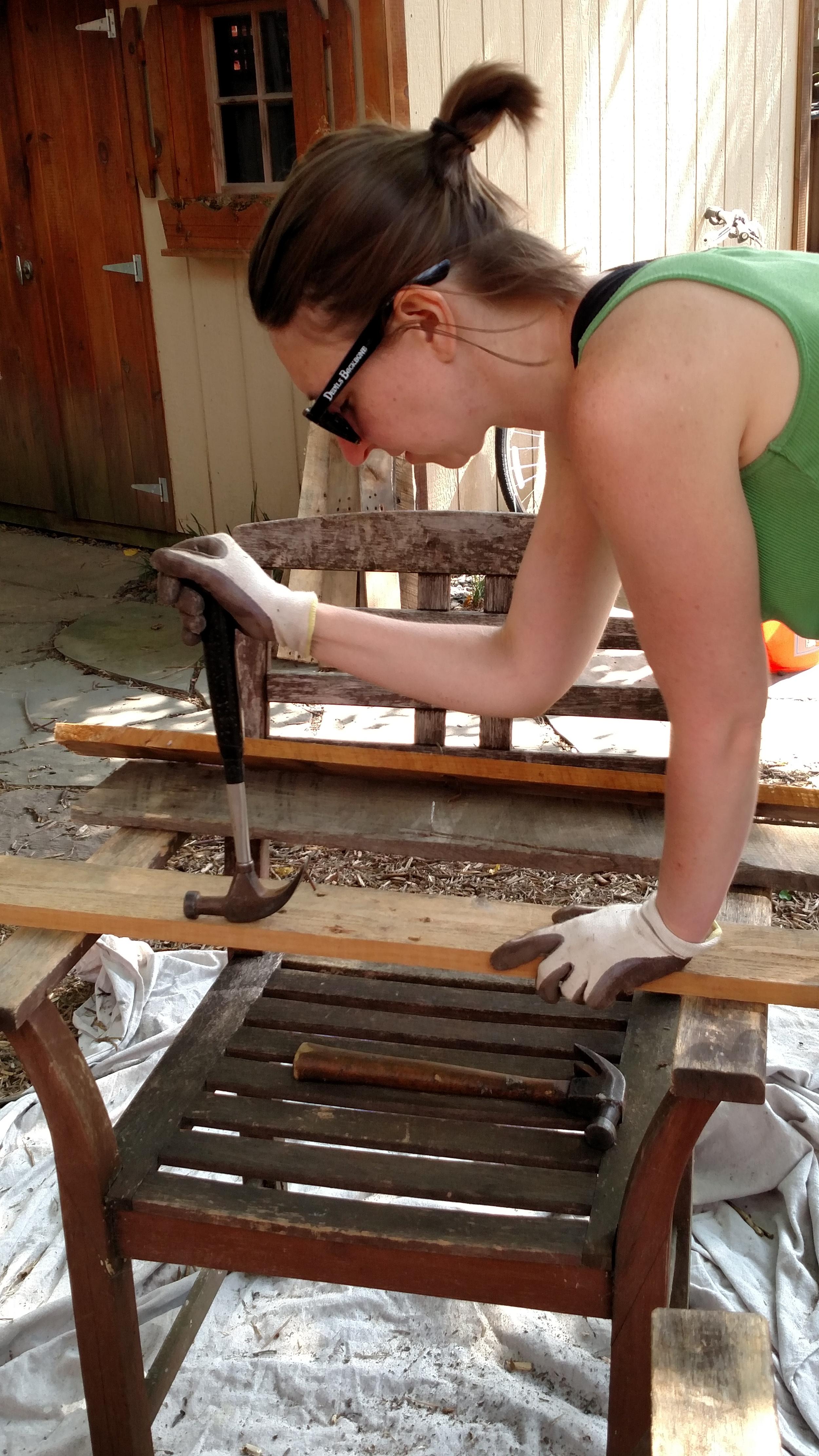 De-nailing pallet wood