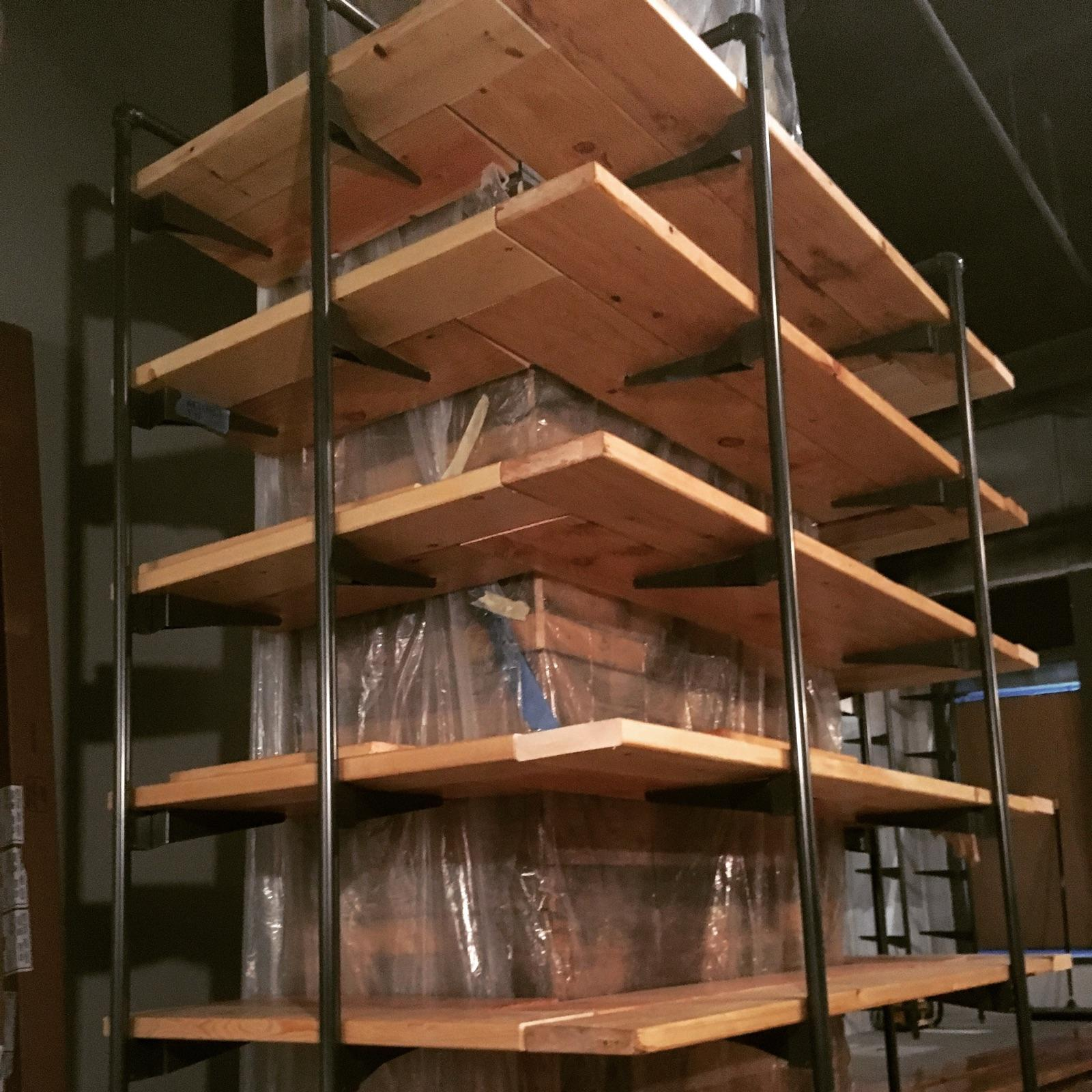 Shelving set into the outrigger pipe system