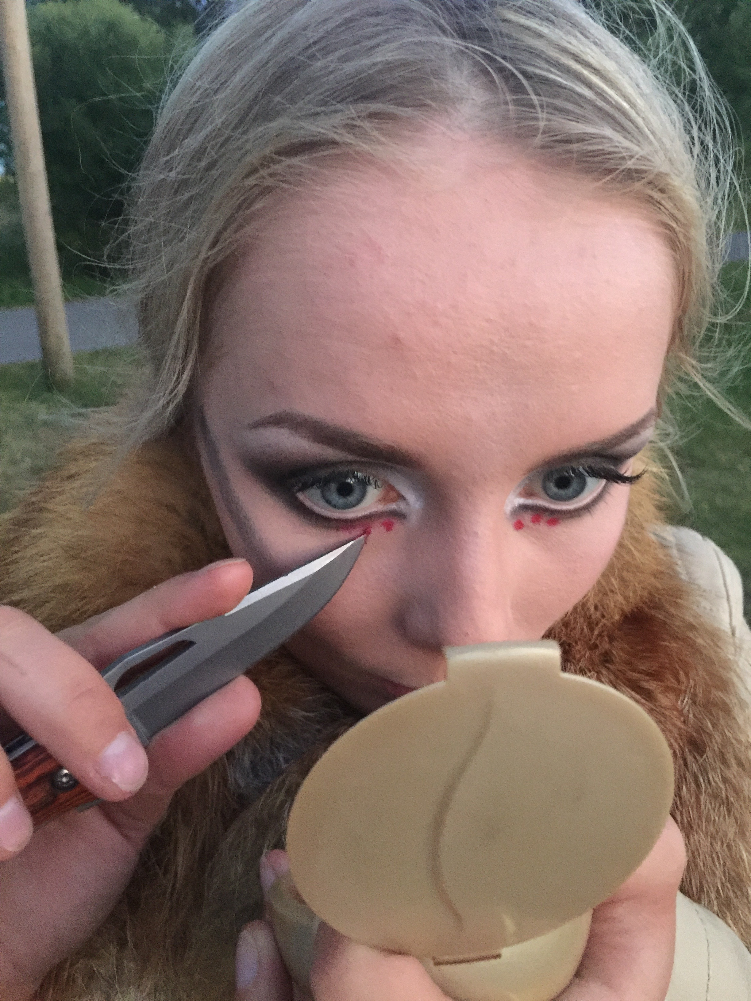 This is totally NOT Grete reapplying makeup with a knife, we wouldn't even think of doing anything as silly as that.