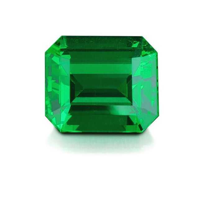 As 2017 comes to a close we are thankful for the opportunity to set records such as this untreated 3.30 carat fine Colombian Emerald which achieved over $100,000 per carat. In 2018 remember to dream big - the sky is filled with endless possibilities! We thank those who made it possible! 🙏🏻💚💚💚 . . . . . . . . . . . . . . . #fineemerald #greenbeauty #colombianemerald #untreatedemerald #exquisitegems #investmentgems #greengemstone #greengems #emeralds #collectibles #collectiblegemstone #luxurylife #recordgems