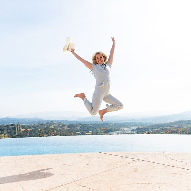 Jump out of your comfort zone and start building content with an ographr photographer!  This epic jumping shot of @heidistevens was taken at a mastermind retreat, a photographer was booked for only 1 hr and captured several group and single shots of everyone! I mean, how can you not book a photographer with this incredible view, right?! . . . . . . . . . . . . . . . #ographr #photographers #stopthescroll #contentmarketing #contentcreator #influencertips #influencerstrategy #bloggerlife #lablogger #contentphotographer #ondemandphotographer #photographerapp #lifestylephotographer #bloggerphotographer #influencerphotographer #fashionphotographer #influencershoot #instagood #portraitphotography #photographer #retreatphotographer #ondemand #photographerhour #jumpingforjoy #jumpingshot #pooljump #jumpforjoy