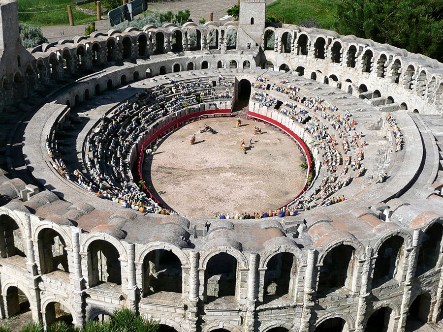 Arles-Amphitheatre.jpg