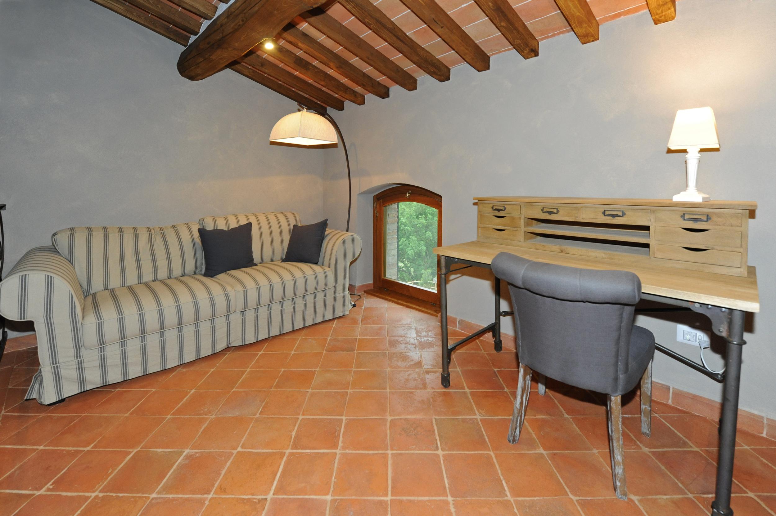 33c Cortona Loft & Office.jpg