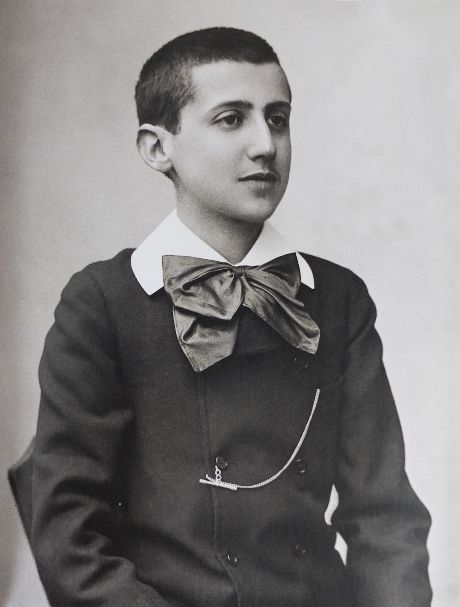 Photographof Proust as a youthby Paul Nadar, 1887.