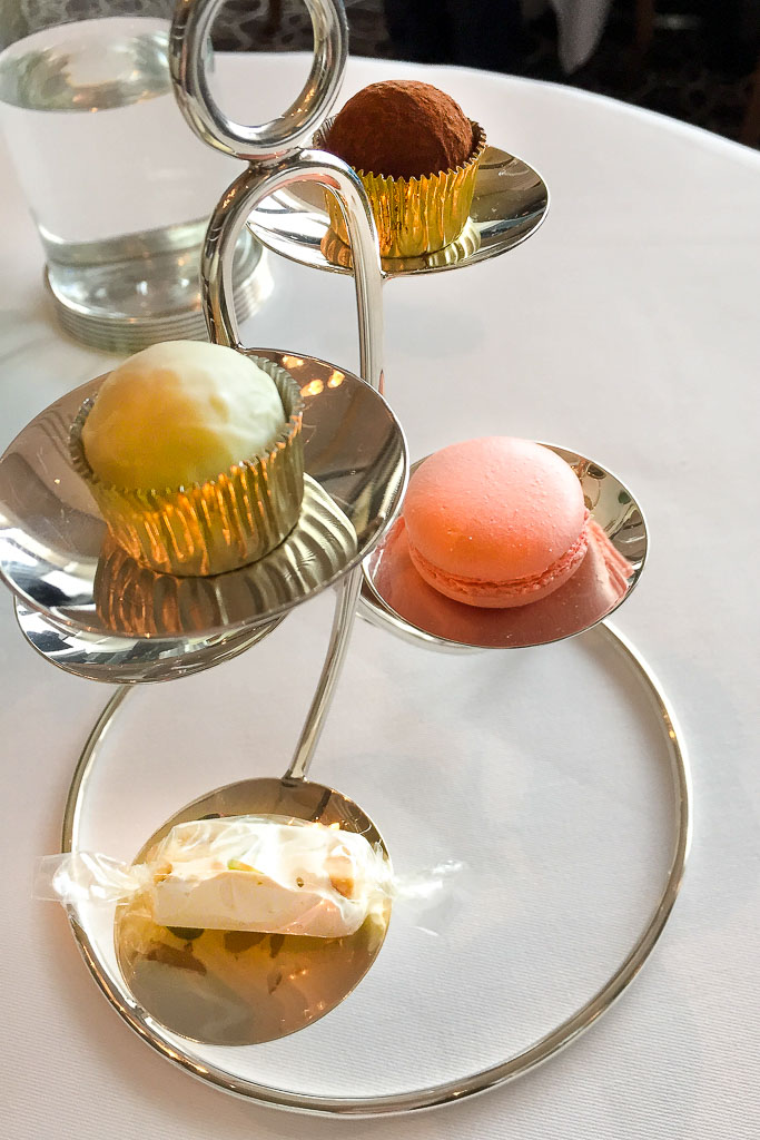 Last Bites: Macarons + Candies + Cupcakes, 9/10