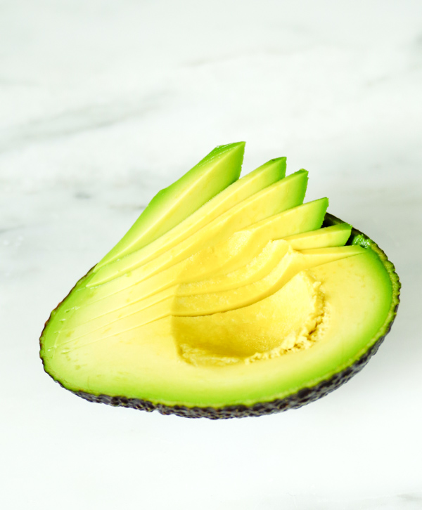 Thinly slice the avocado.