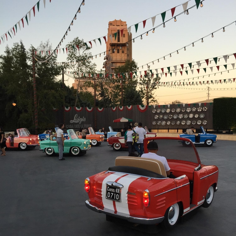 disney-ca-advenutre-dancing-cars