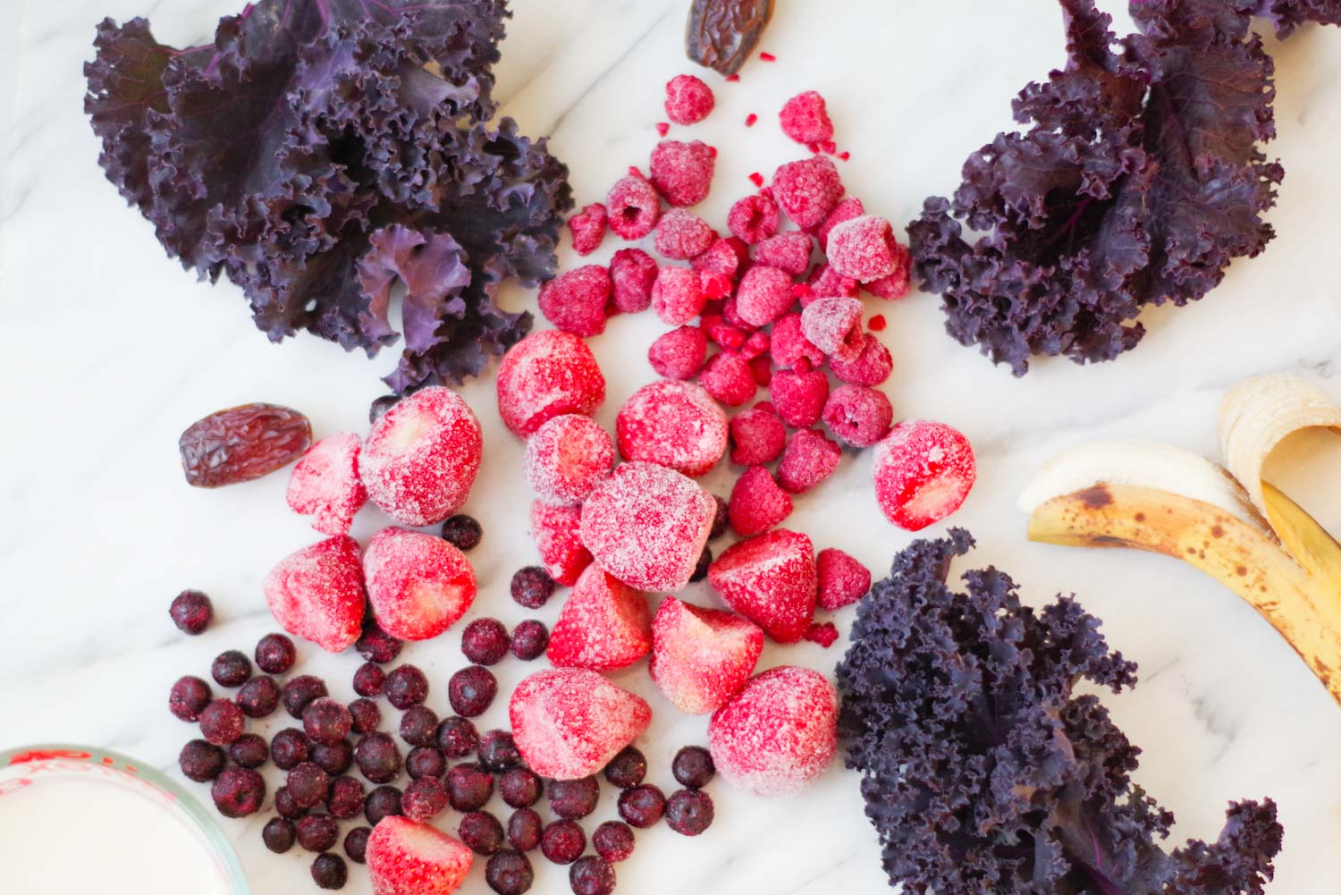 the beautiful ingredients in a very berry smoothie || by beautiful ingredient
