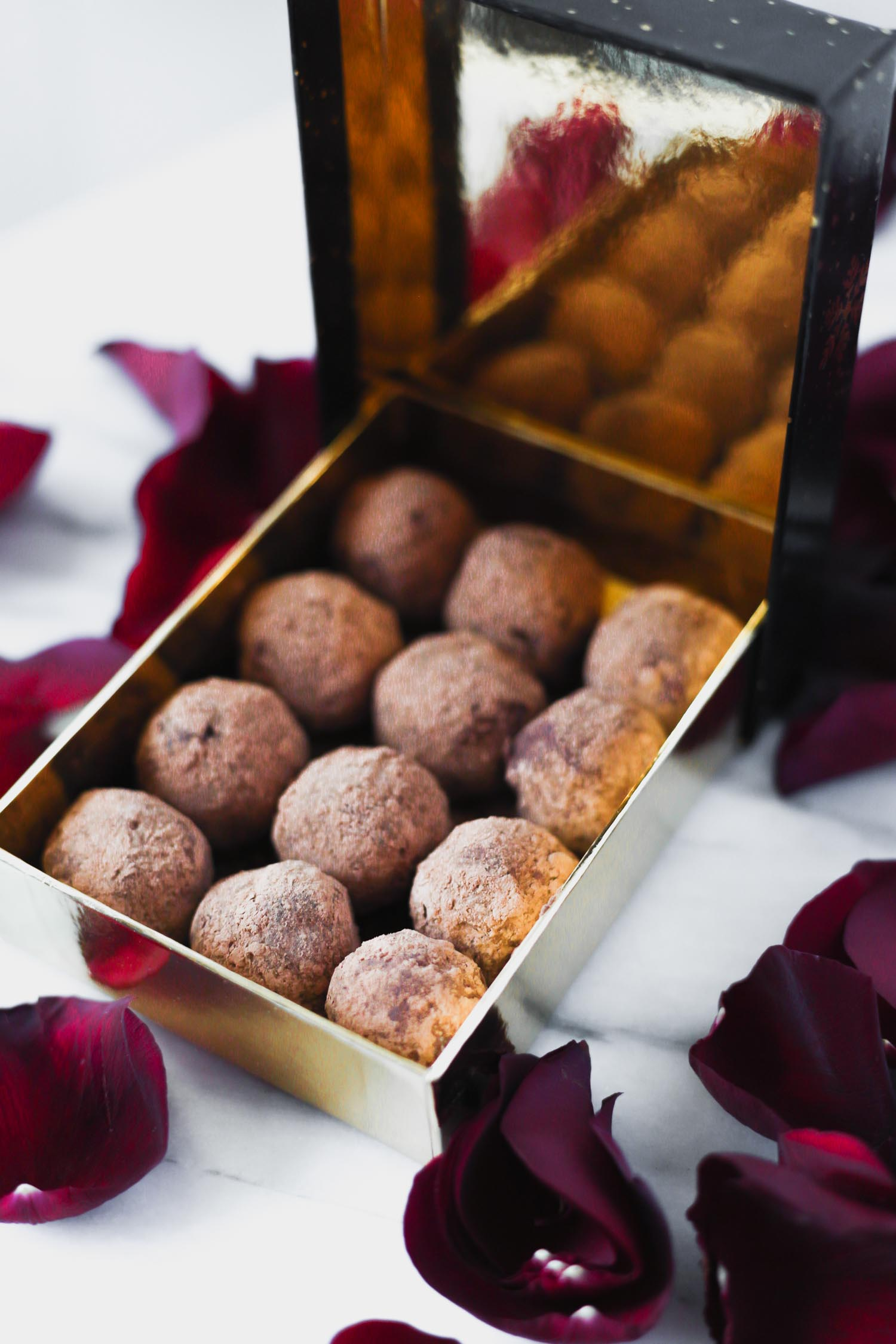 Vegan Chocolate Macadamia Truffles sweetened with Monkfruit. Recipe & Photo by Beautiful Ingredient.