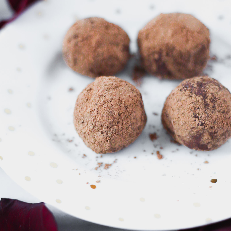 Vegan Chocolate Macadamia Truffles, Low Glycemic Recipe by Beautiful Ingredient