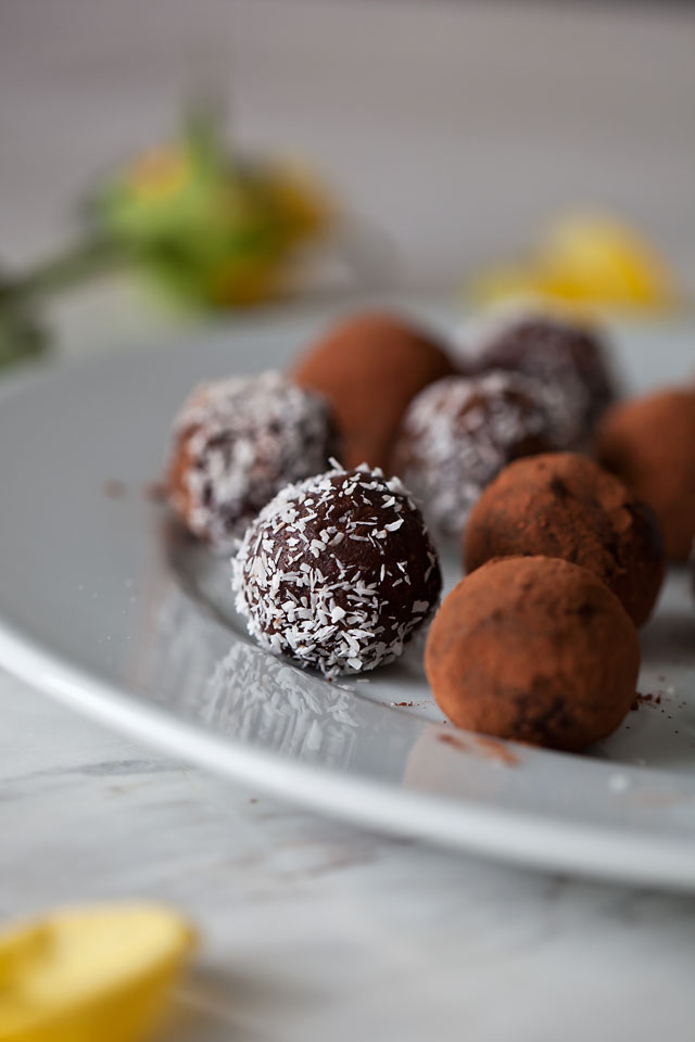 Chocolate Almond Balls, GF vegan | The Travelling Oven