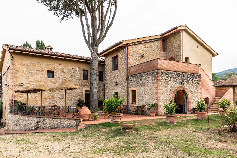 i pini, the Italian farmhouse that's 100% organic & vegan in Tuscany, Italy. #tuscany #travel #italy #italianfarmhouse #olivegroves #oliveoil #vineyards #italyinautumn #veganrestaurant #vegantravel #italytravel #veganitaly #vegantuscany #veganhotel #ecotourism #organichotel #veganhotel #veganretreat #veganbedandbreakfast #sangimignano