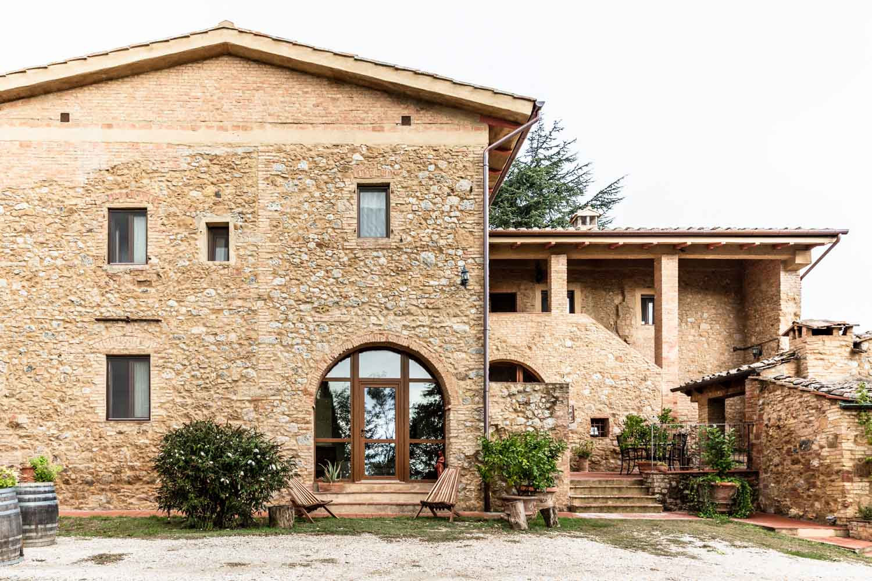 i pini, the 100% organic & vegan farmhouse in San Gimignano, Tuscany, Italy. #tuscany #travel #italy #italianfarmhouse #olivegroves organicoliveoil #vineyards #italyinautumn #veganrestaurant #vegantravel #italytravel #veganitaly #vegantuscany #veganhotel #ecotourism #organichotel #veganhotel #veganretreat #veganbedandbreakfast #sangimignano