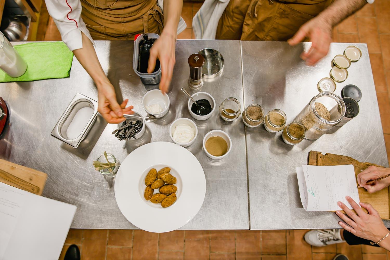 Cooking class at i pini, an organic vegan Italian farmhouse retreat in Tuscany, Italy. #tuscany #travel #italy #italianfarmhouse #cookingclass #organicoliveoil #vineyards #italyinautumn #veganrestaurant #vegantravel #italytravel #veganitaly #vegantuscany #veganhotel #ecotourism #organichotel #veganhotel #veganretreat #veganbedandbreakfast #sangimignano