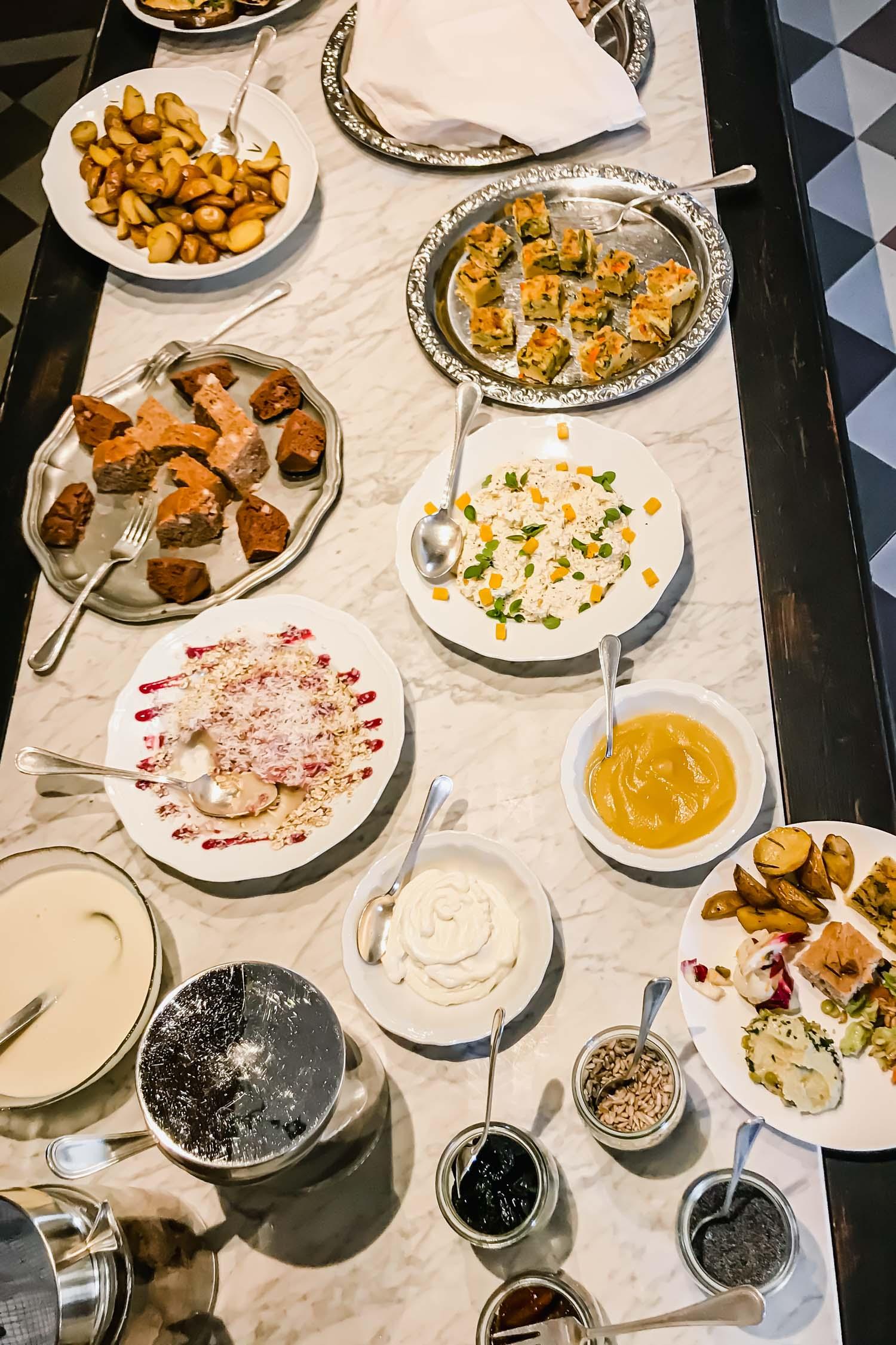 Breakfast at i pini, the organic & vegan Italian farmhouse in Tuscany. #tuscany #travel #italy #italianfarmhouse #olivegroves #organicoliveoil #vineyards #italyinautumn #veganrestaurant #vegantravel #italytravel #veganitaly #vegantuscany #veganhotel #ecotourism #organichotel #veganhotel #veganretreat #veganbedandbreakfast #sangimignano