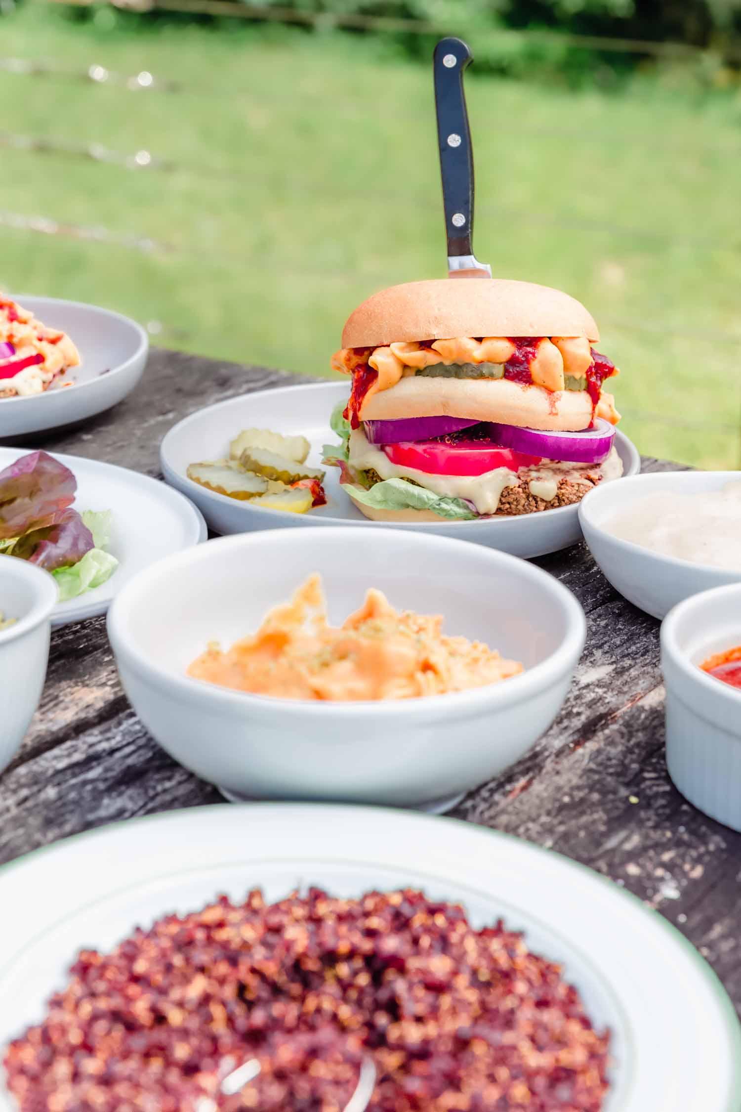 Bacon Mac and Cheese BBQ Blue Burger from  Epic Vegan  by Dustin Harder. Photo by Kari of Beautiful Ingredient. #veganburger #veggieburger #recipe #veggieburgerrecipe #summerrecipe #epicvegan #veganrecipe