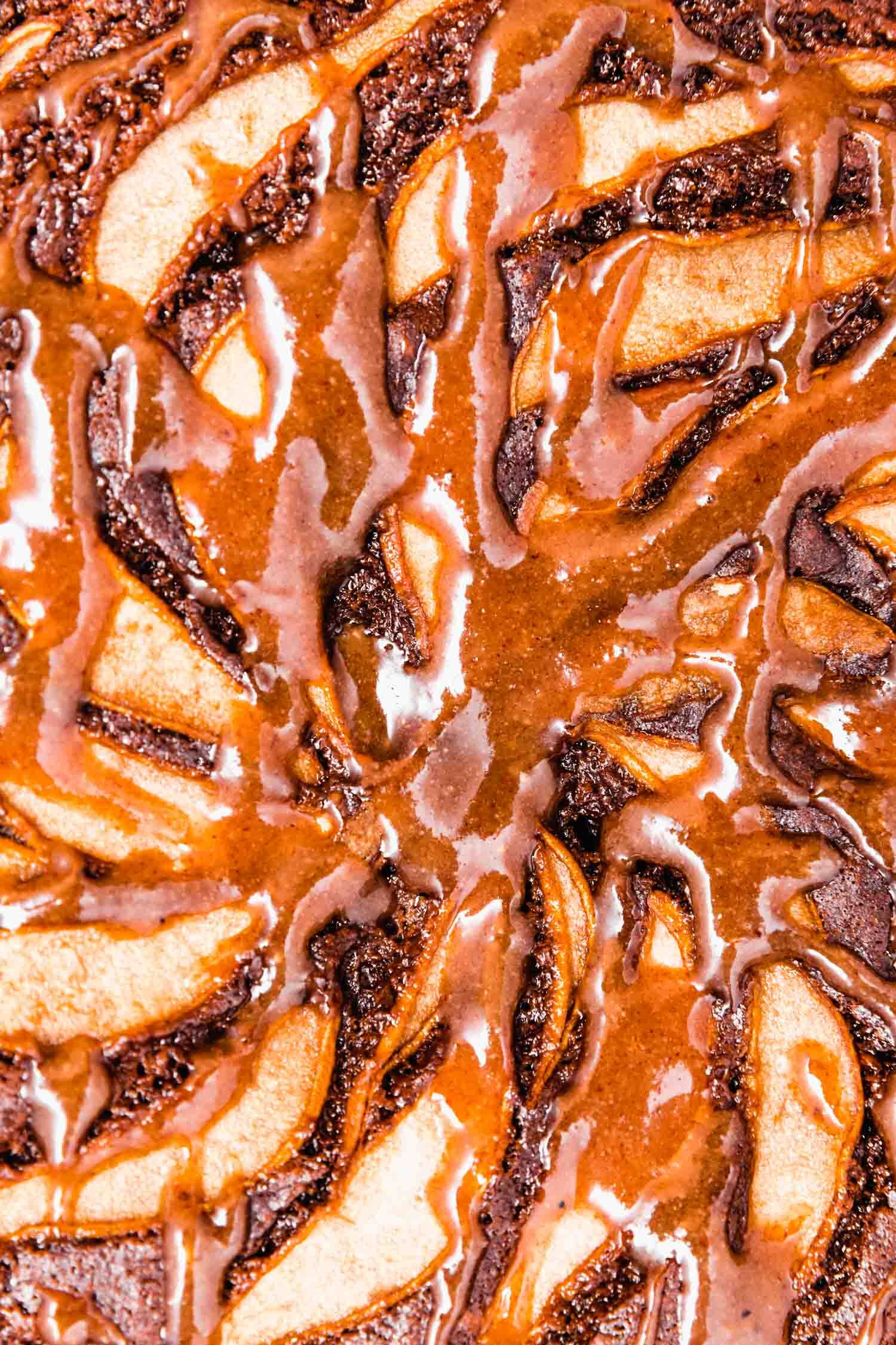 Vegan Maple Pecan Sauce that's so quick and easy, it can be ready in two minutes. #autumn #fallflavors #plantbasedrecipe #maple #pecan #vegantopping #vegansweets #vegancaramel #maplepecansauce #stickytoffee #ooeygooey #vegandessert #vegansauce
