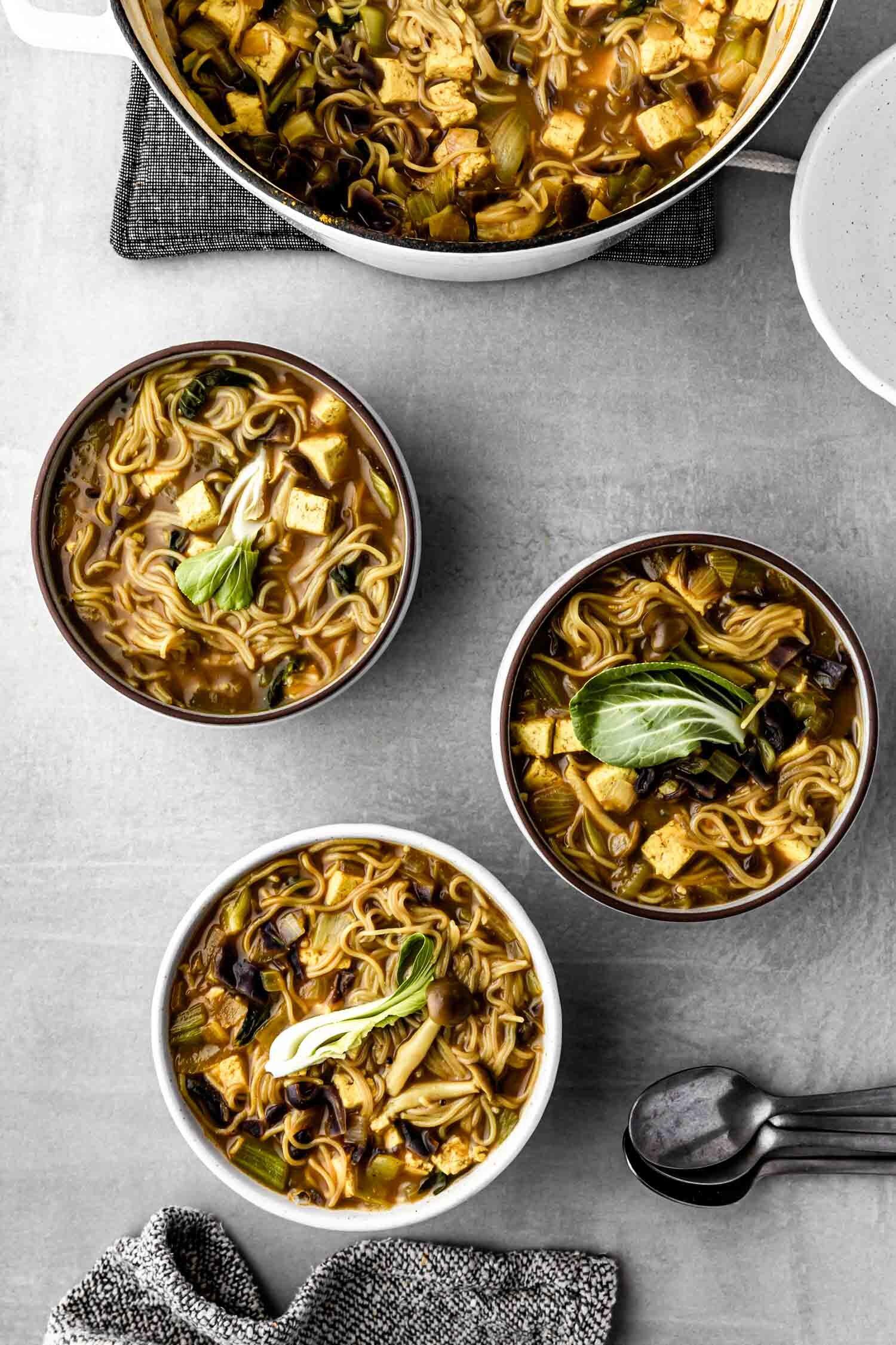 Quick Vegan Curry Ramen recipe, packed with veggies - by Beautiful Ingredient. #veganrecipe #curry #ramen #veggie #dinner #quickmeals #quickandeasydinnerrecipes #quickveganmeals #quickdinner #vegansoup #plantbasedsoup #plantbaseddinner #wfpbdinner #veggiepackedmeals #ramennoodlerecipes #curryramenrecipe #curryramen #veganramen #vegansoup