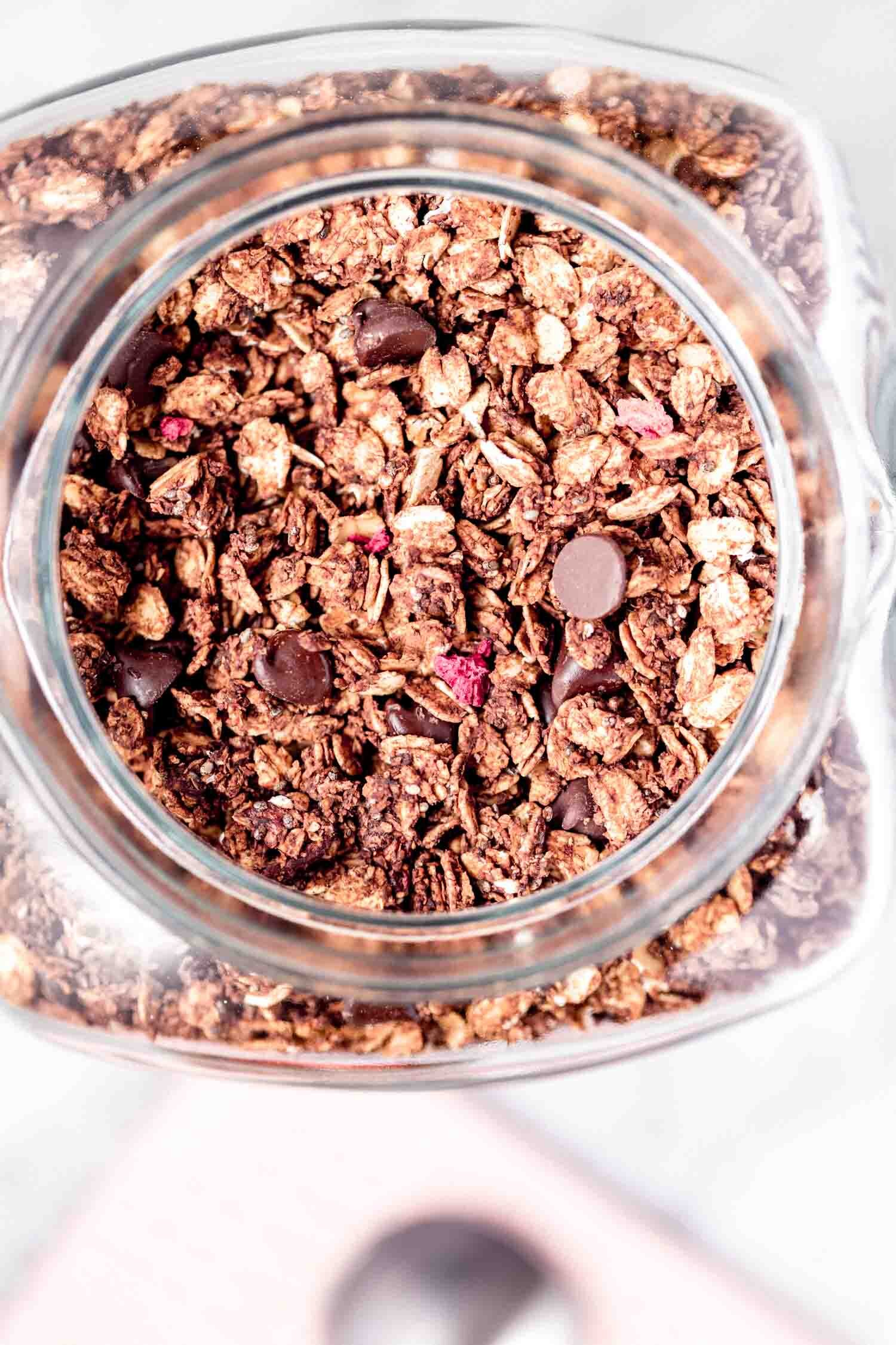 Chocolate and freeze-dried berries are the perfect combo in this crispy granola, inspired by store-bought granola. Vegan, gluten-free, oil-free, easy, with minimal prep time, yet makes a big batch.  #granola #granolarecipe #vegangranola #oilfreevegan #sugarfree #vegangranolarecipe #veganbreakfast #quickbreakfast #quicksnack #vegansnack #breakfastideas #breakfastideashealthy #breakfastrecipes #glutenfreerecipes