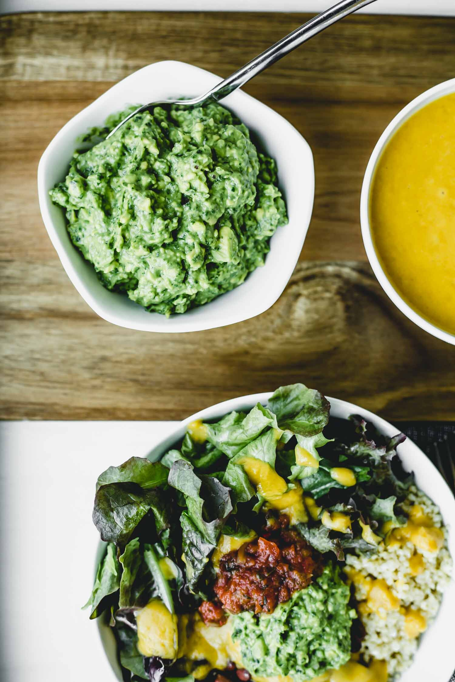 Power Greens Guacamole Recipe with Fresh Spinach | Beautiful Ingredient. Full of flavor and packed with nutrition, this guacamole is boosted with spinach and is a great way to get those extra greens in. #guacamolerecipe #guacamoleeasy #nutritiousrecipe #greens #guacamolerecipespinach #homemadeguac