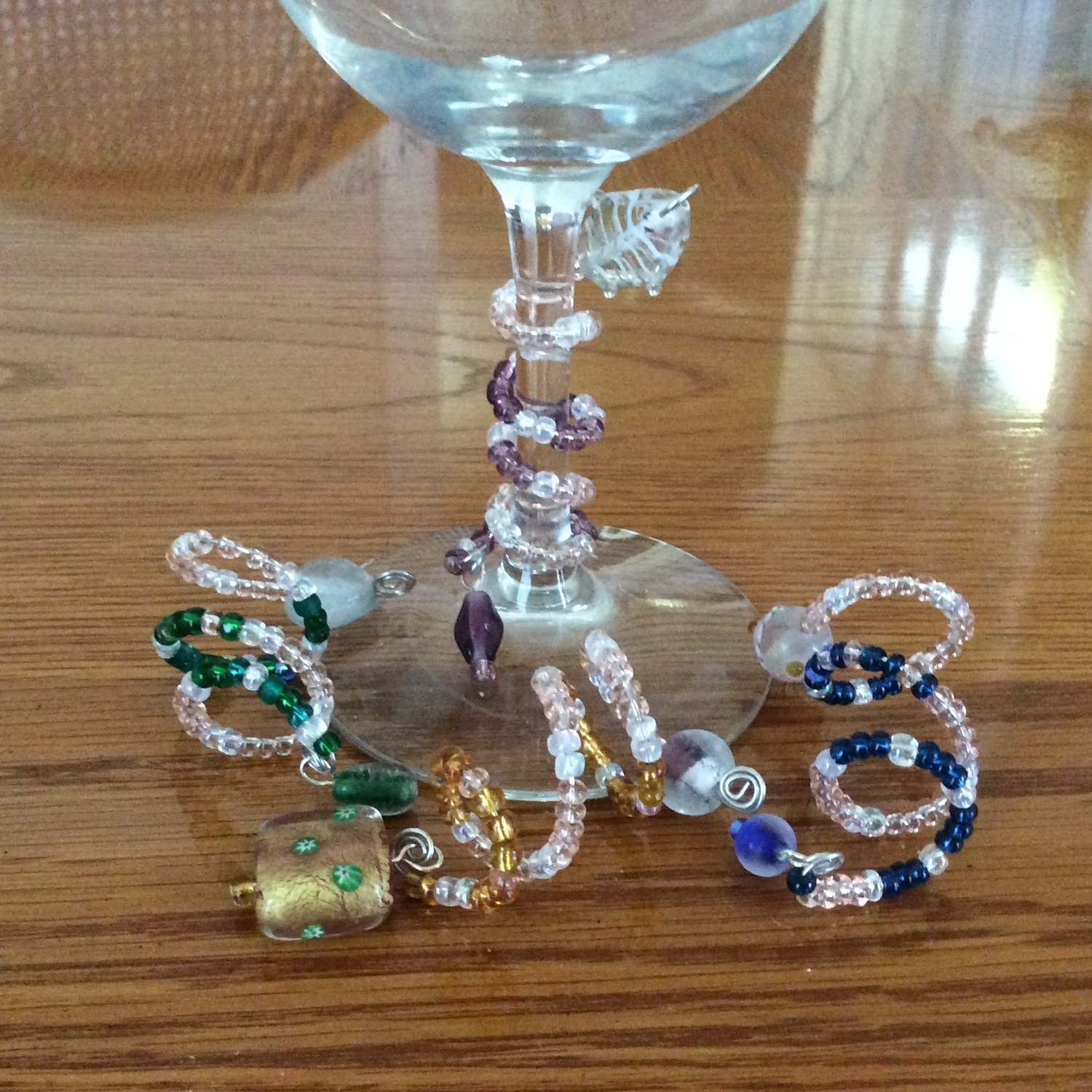 Wine charm set of 4 - available in Utensils and gifts