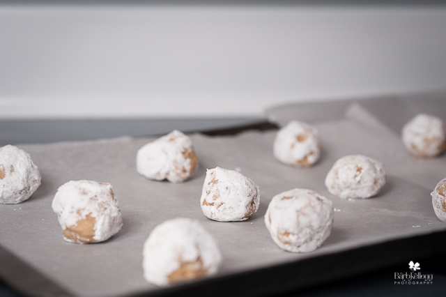Dough balls rolled in powdered sugar