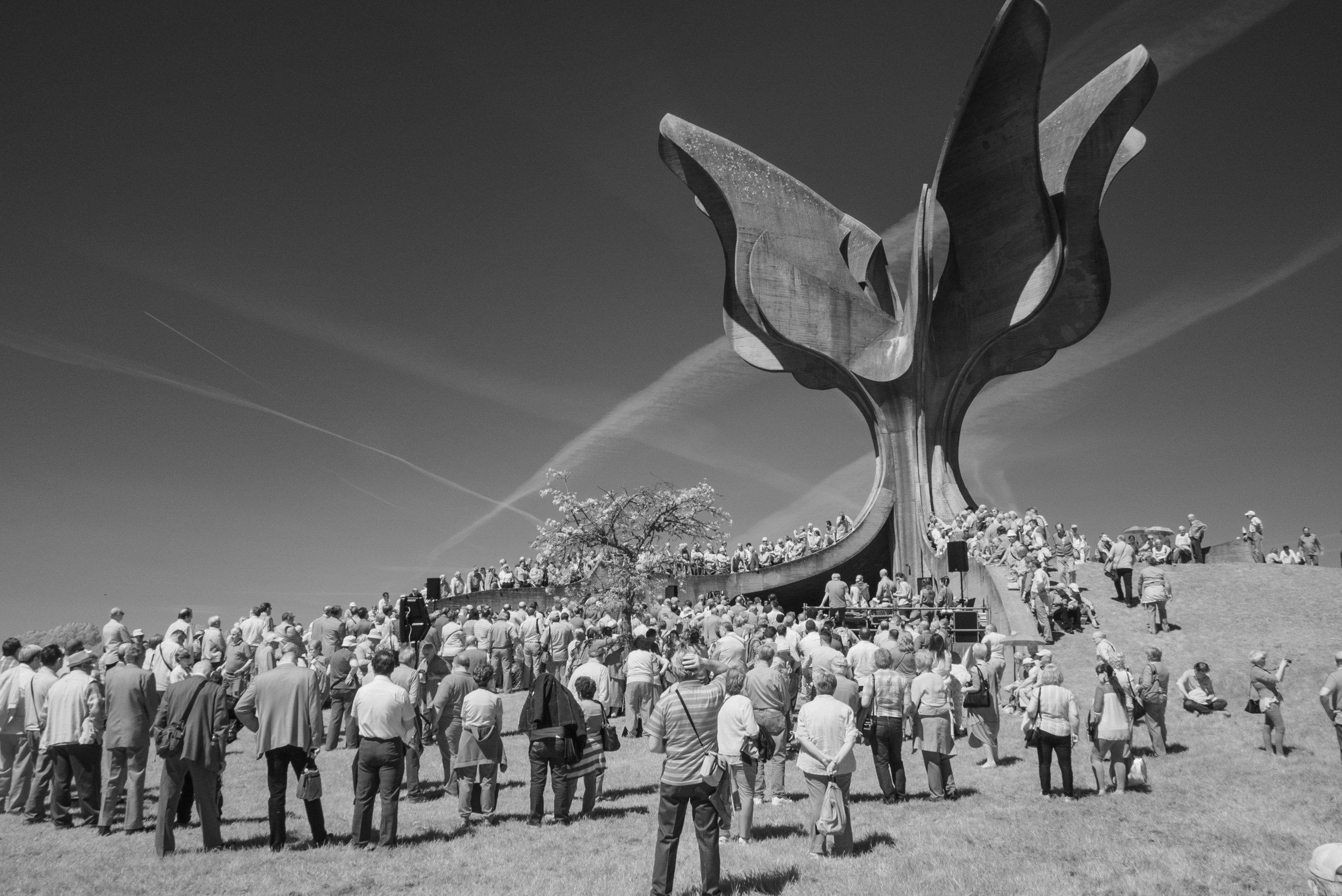 02_Stone_Flower_Jasenovac_Memorial_591.jpg