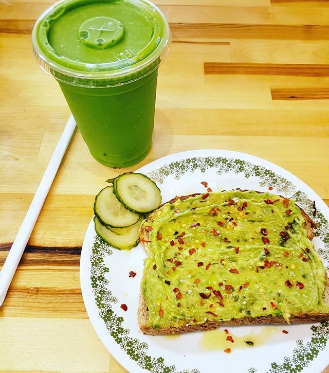 Come start your day off right! 😃 #delicious #smoothies #avocadotoast #pickledcucumbers #healthychoices #getyourgreenson💚 #downtownbangor #eatlocal #eatfresh
