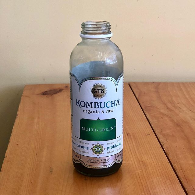We have kombucha! Kombucha is a probiotic bubbly drink that's delicious and great for you. Why is kombucha good for you? ✔️it helps built up your gut microbiome keeping your gut healthy and happy ✔️low in sugar and calories ✔️helps manage bad bacteria in your system ✔️has tons of antioxidants (it's tea!) • • • #juicebar #lunchtime #kombucha #bouch #healthydrinks #eatlocal #gtkombucha #probiotics #guthealth #bangorme #eatinbangor #eatlocal #maineeats #spirulina #bangorfood