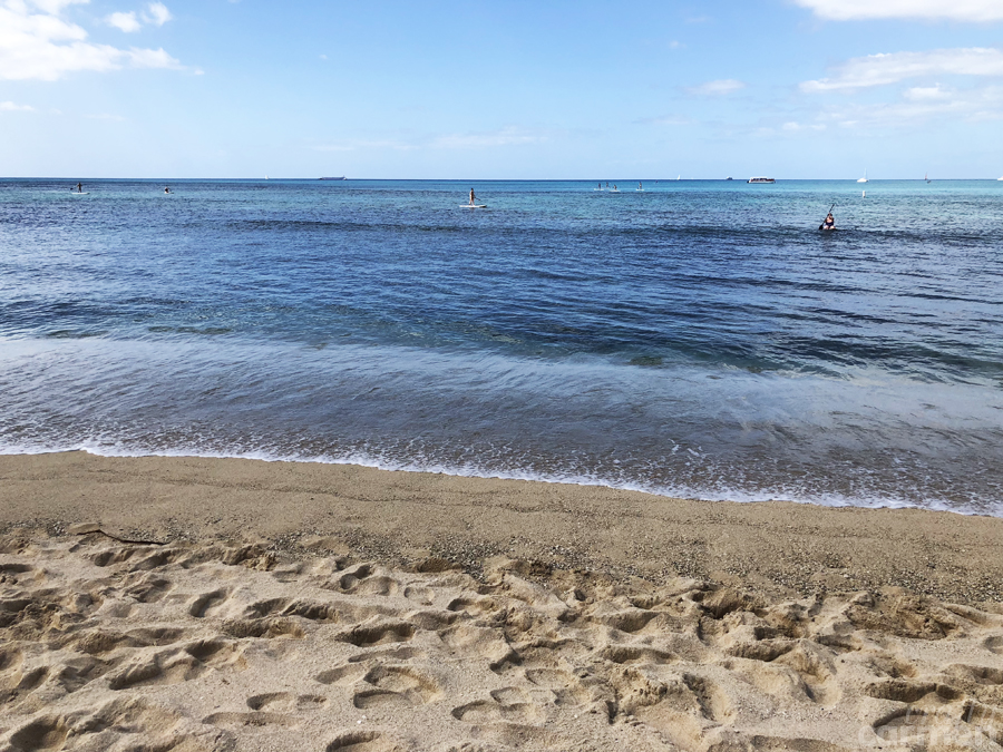 Queens Surf Beach in Honolulu, HI | craftycarmen