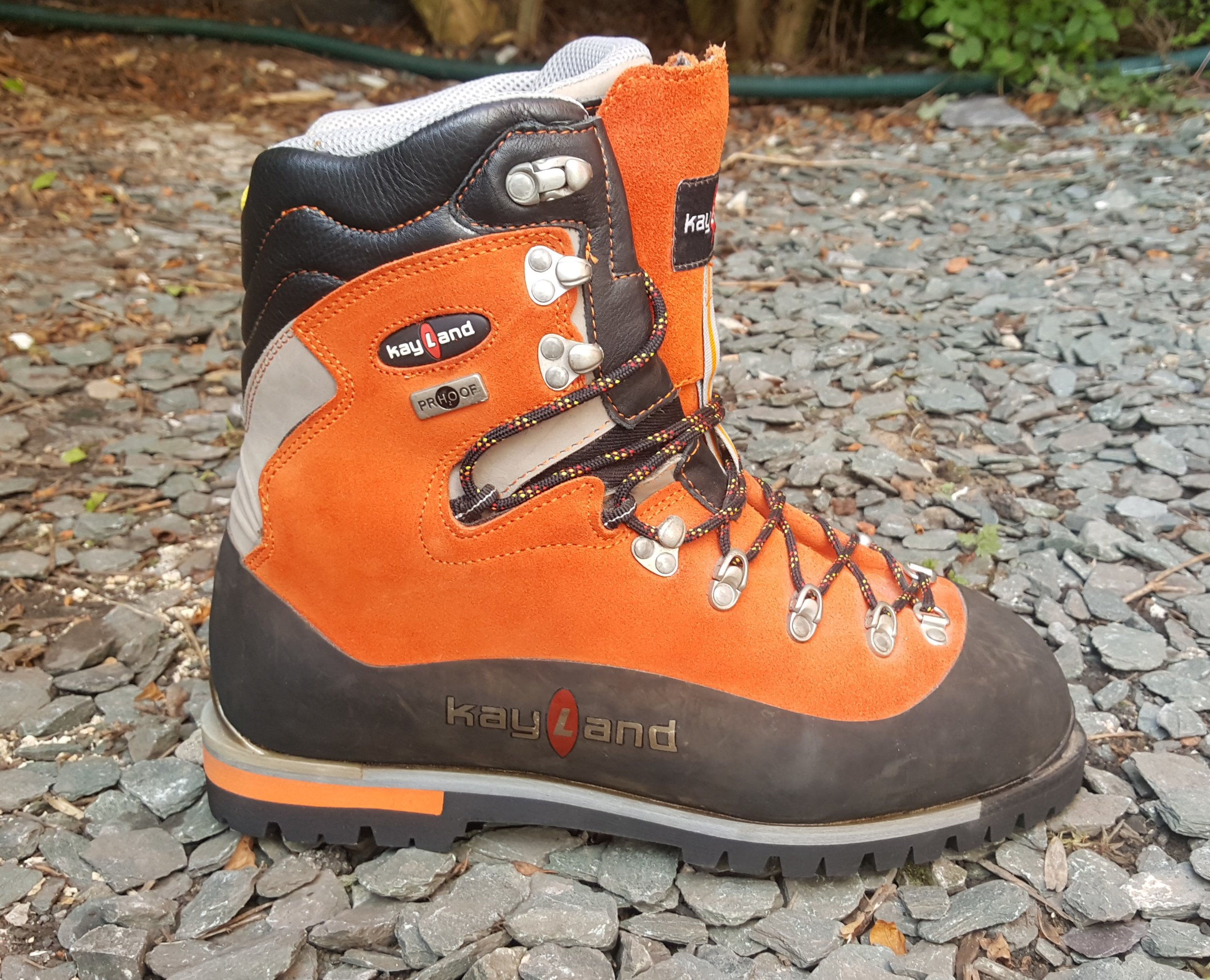 A typical B3 single boot