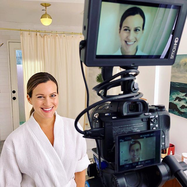 #tbt Behind the scenes a few weeks ago shooting a collaboration with @johnmastersorganics! 💚 I'm slowly transitioning to clean beauty and cleaning products, and love this brand for their organic skin, hair and body care (that also smell ahhhmazing). 🌱 More to come this summer ...