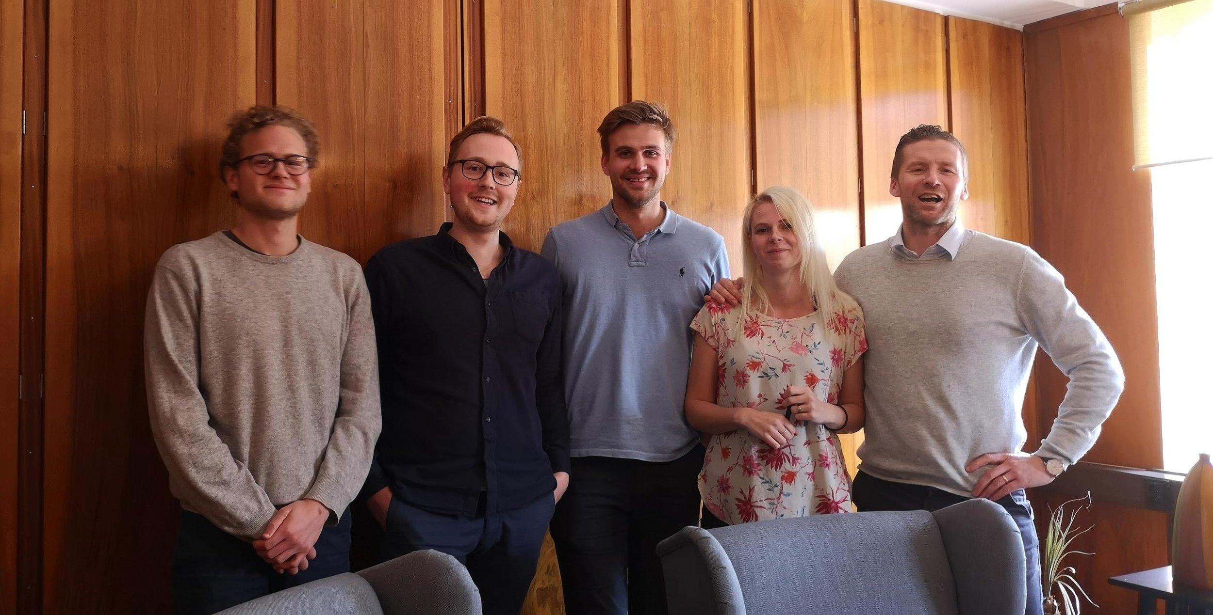 Filip Vitez, Erik Norlander och Hampus Rosvall ute på leverans hos Sölvesborgshem