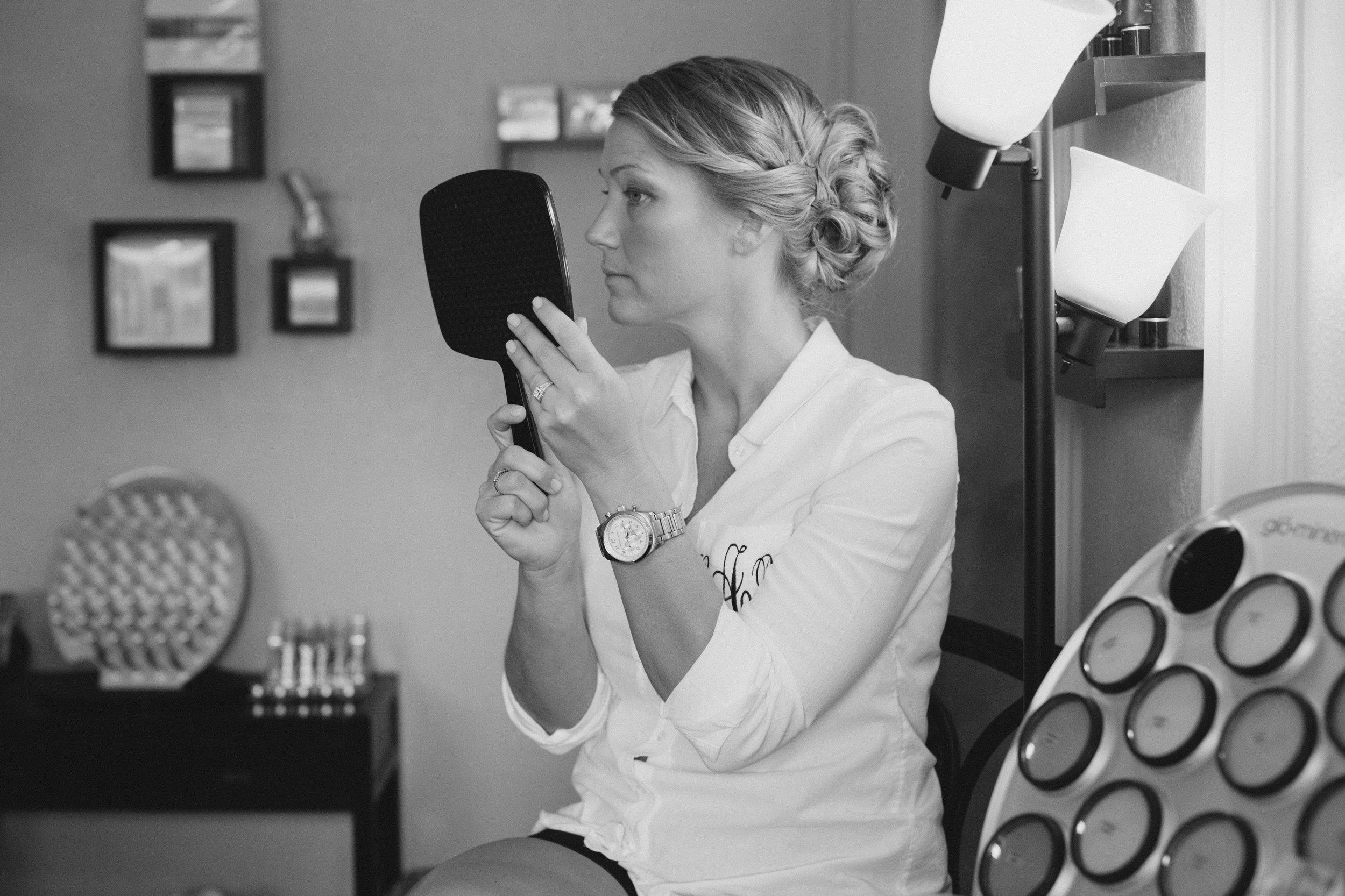 Stephanie Chris-Getting Ready-0014.jpg