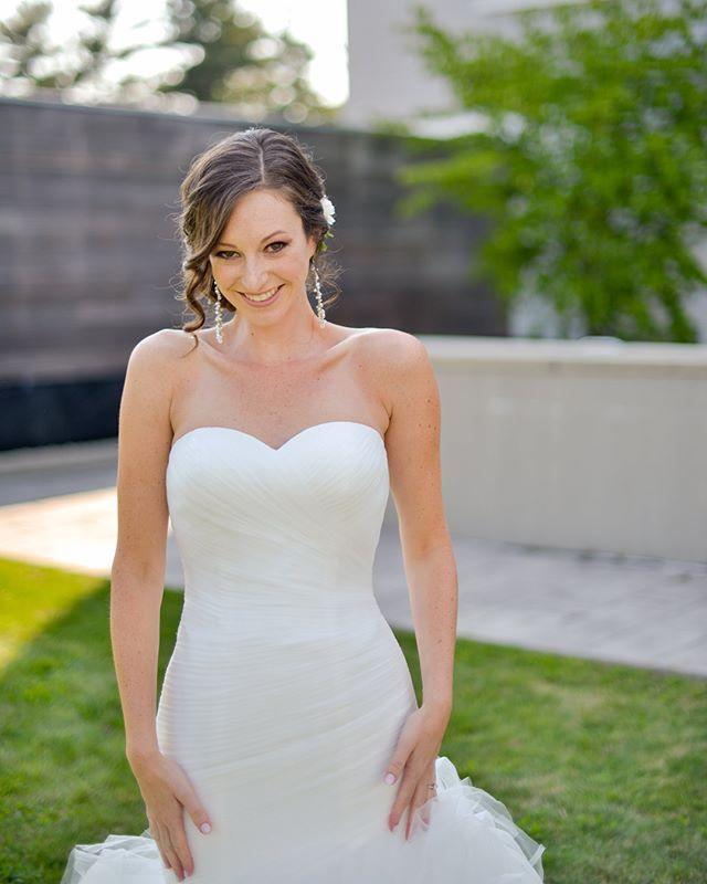 Happy (belated) anniversary to this gorgeous lady!!! 💕✨👰🏻✨💕 @arijacks0 . . . #bostonwedding #bostonweddinghair #bostonweddinghairstylist #sarahmillerhair #weddinghair #weddinghairstyle #updo #braidedupdo #bridalhair #bridalhairstyle