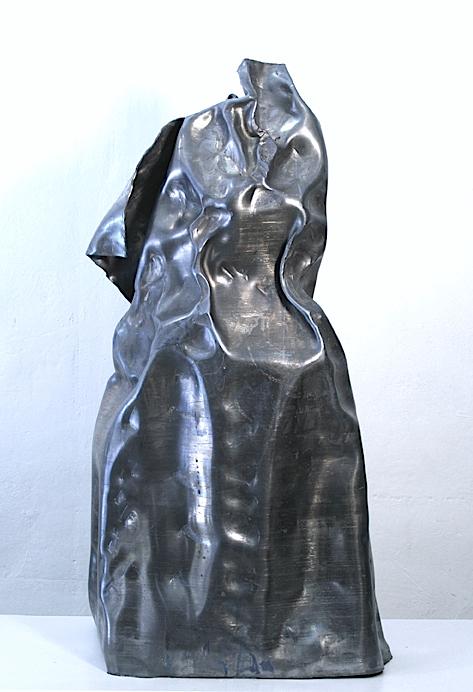 Título: Menina (Menina y marco)    Medidas: 138 x 102 x 40 cm.  Materiales: Materiales varios