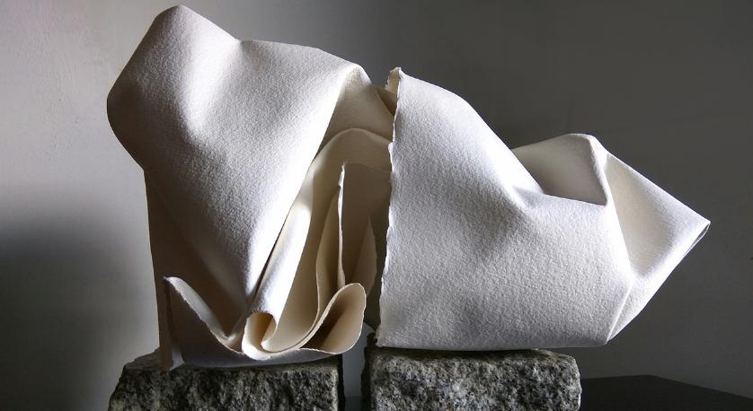 Título: Rocas de la Pedriza 1    Medidas: 50 x 40 x 30 cm.  Materiales: Papel Arches forjado