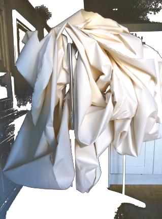 Título: Sueño de una tela de verano    Medidas: 140 x 140 x 100 cm.  Materiales: Papel Arches forjado